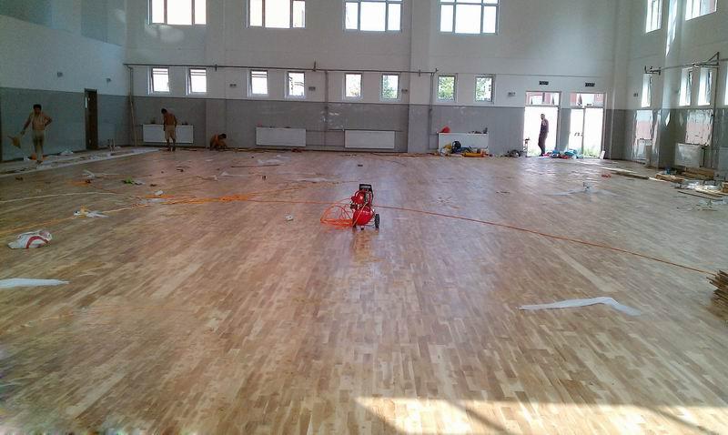 在实木体育地板安装前